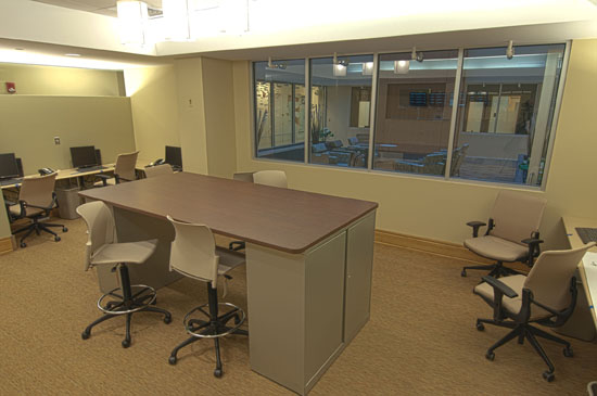 Separate areas for staff provide a calmer, more restful patient experience. The flexible, shared work stations are close to patients with technology for improved care and communication.