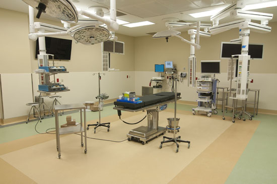 Six cross-functional Surgical/Endovascular Suites, adjacent to the CARE Unit, accommodate complex and hybrid cardiovascular procedures.